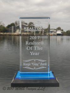 Gitta Barth, Realtor of the Year 2017 Award in Acryl